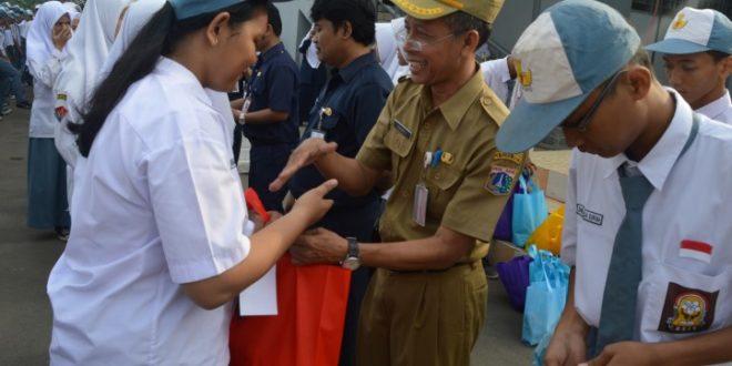 Indahnya Berbagi dengan Siswa-siswi SMK Negeri 4 Jakarta